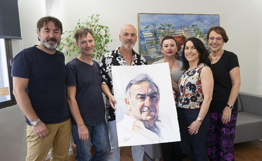 Alexis Alemany entrega una acuarela de Antonio López Garrido a la dirección de ALG